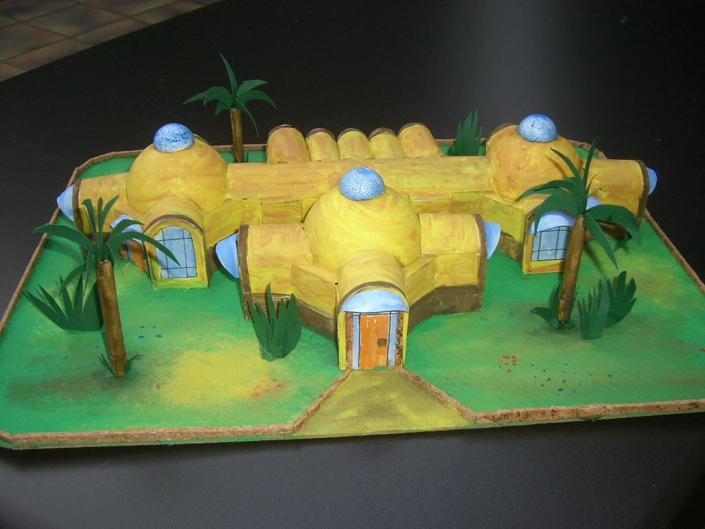 Kindergarten - Modell aus Lehmbausteine